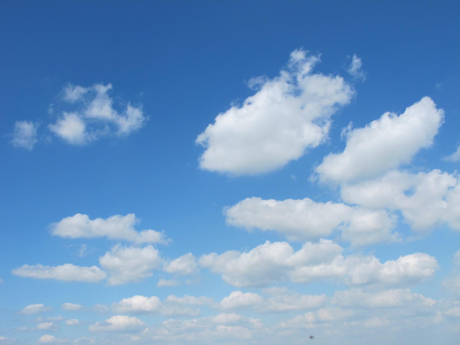 ciel bleu nuages